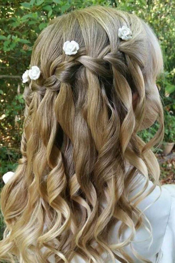 Blumen Madchen Frisuren Fur Wenig Cutie Blumen Madchen Frisuren Blonde Wasserfall Zopfe Mit Locke In 2020 Haar Styling Blumenmadchen Haar Wasserfallzopf Mit Locken