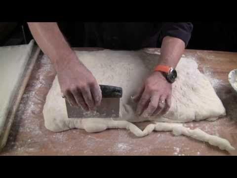 Pečieme z kvásku, časť 5.: Pečenie chleba - YouTube