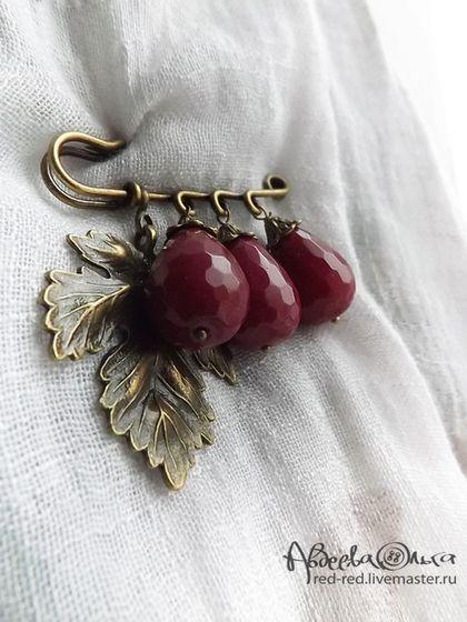 Броши ручной работы. Ярмарка Мастеров - ручная работа Брошь на шарф с вишневыми каплями. Бордо. Handmade.