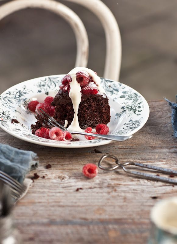 Chocolate fudge cake with raspberries and amaretto cream: Chocolate Fudge Cake, Amaretto Cream, Food Style, Chocolates Cakes, Chocolates Raspberries, Chocolates Fudge Cakes, Cheat Sheet, Yummy Fooddrink, Yummy Cakes