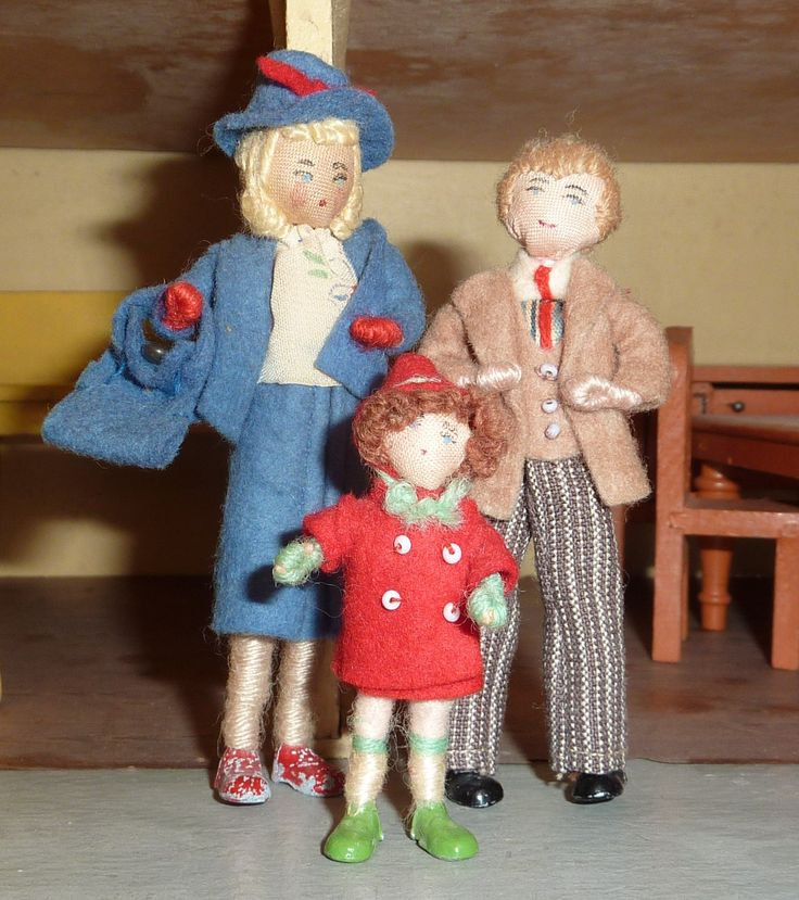 A family of Grecon dolls inhabit my house.  littlethingsloved
