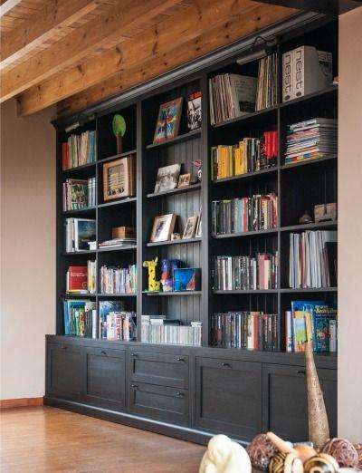 Massieve boekenkast op maat - Custom made, solid bookcase - #WoonTheater #Maatwerk