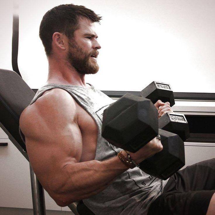 Chris Hemsworth rocking those pecs