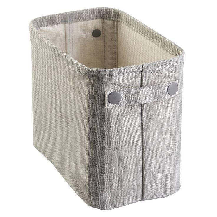 Наша корзина подходит для хранения вещей любых мелочей в ванной, прихожей или на полках шкафа. Она сделана из хлопка и внутри имеет стальную рамку, которая держит форму. Благодаря боковым ручкам ее удобно доставать с полки и переносить. Добавит стильный акцент в любой современный интерьер – отлично подходит для хранения вещей на открытых полках.100% холопок2 ручкиМеталлическая рамка
