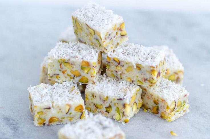 Witte chocolade fudge met pistachenootjes en kokos - Zoetrecepten