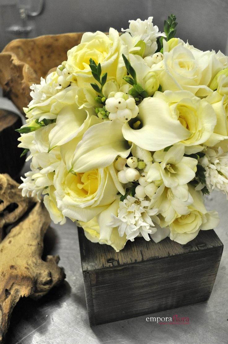 Cream and pale yellow bouquet