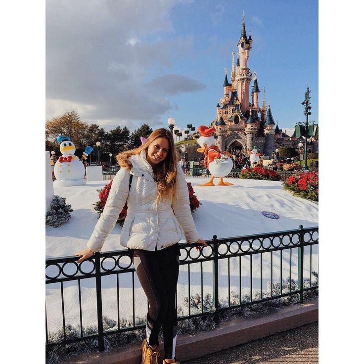 Just 2 days off in Paris, Disneyland 🙈😻 @vanda_que