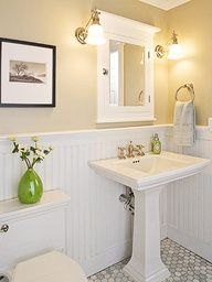 love the pedestal sink,, esp in this bathroom thats so small
