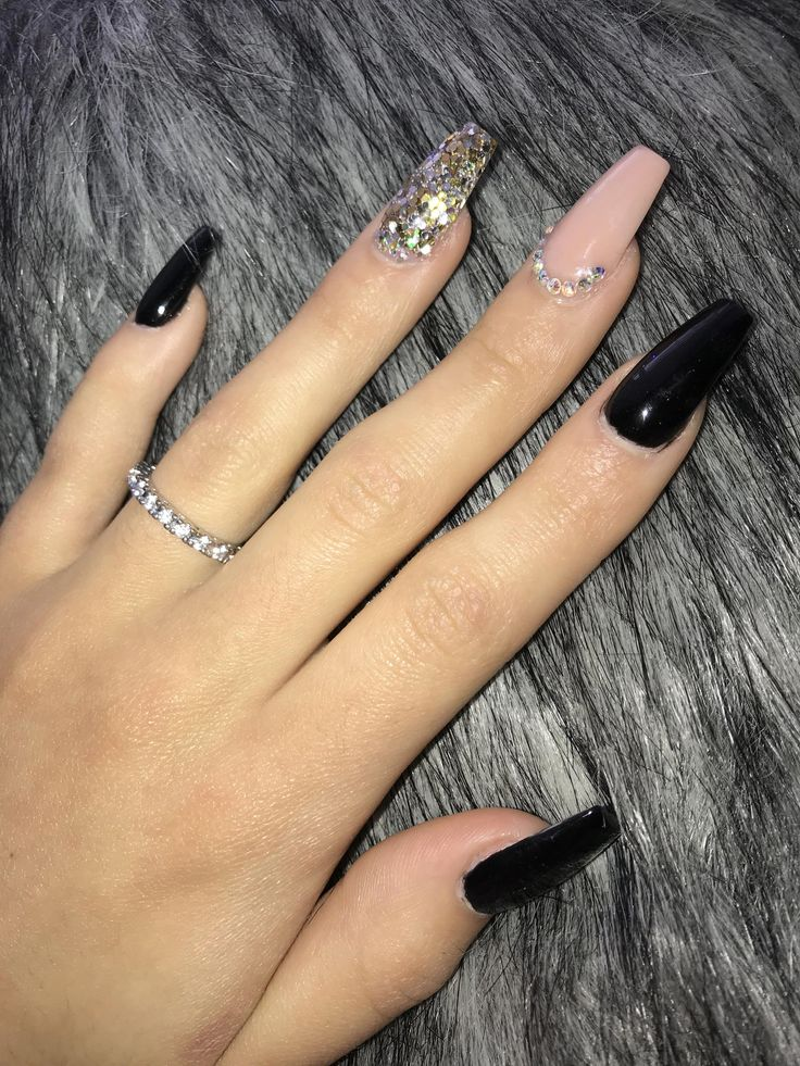 Black and nude nails✨