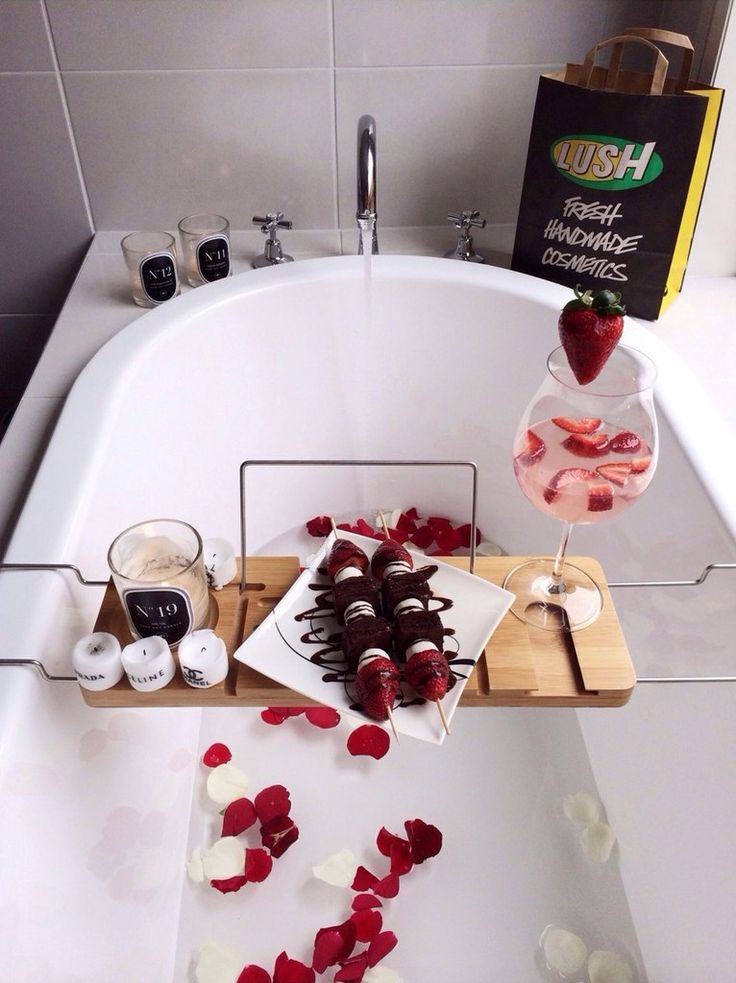 This looks like perfection... Maybe some raspberries too, music and/or a book :)