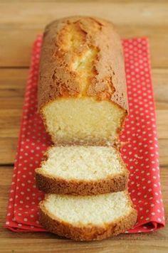 """750g vous propose la recette """"Cake au yaourt"""" publiée par louloute 67."""