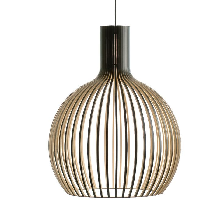 Deze prachtige #Octo 4240 #Hanglamp van #Secto Design is een plaatje voor boven de eettafel in de #keuken. Het contrast tussen het formaat en de fijne lijnen is werkelijk prachtig. Niet voor niets een van onze favorieten! #misterdesign #verlichting #designlampen #design #wonen #inspiratie