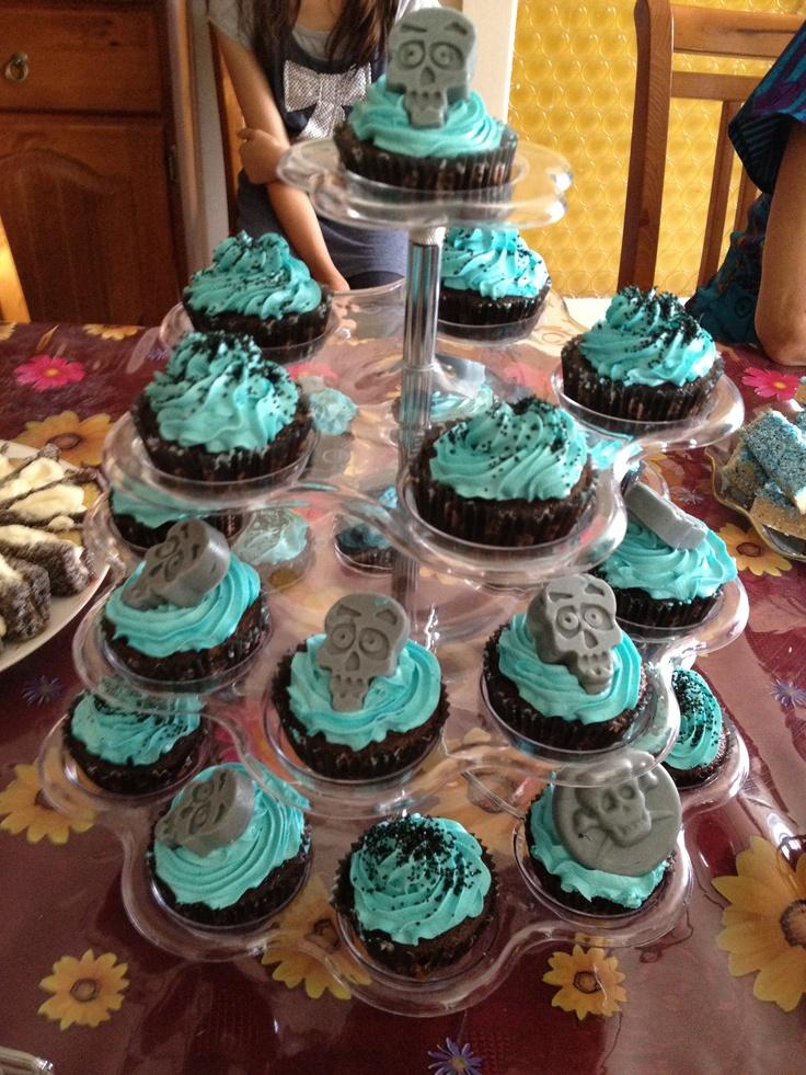 Baby shower skull cupcakes