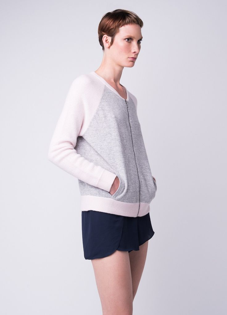 100% Cashmere knitted bomber jacket in a playful sporty cut.