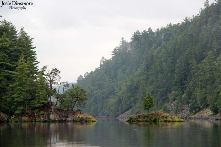 canoeing along Mattawa River_Samuel de Champlain Provincial Park