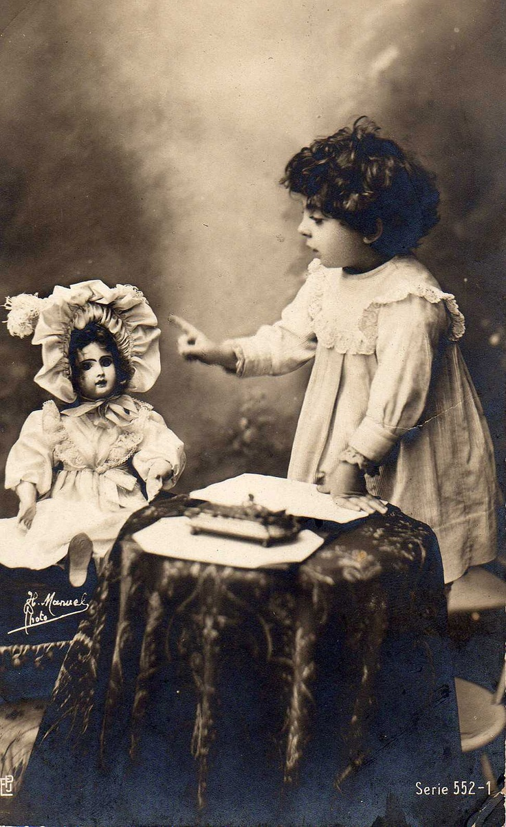 girl with Jumeau doll. Photo; H. Manuel