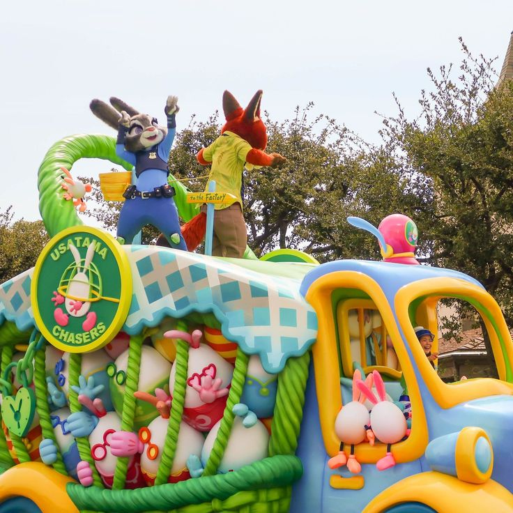 Are you a Zootopia Fan? Then you're in luck! Not only are there Nick and Judy Easter Eggs hidden in Tokyo Disneyland they also make an appearance in the daytime parade Usatama on the Run! (There's no Meet and Greet unfortunately).  #tdrexplorer #tdr #disneyaddict #tokyodisneyland #disneyjapan #tokyodisneyresort #disney #themepark #travel #japan #disneygram #disneyig #instadisney