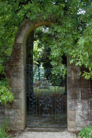 gate, Breenhold Gardens- Mount Wilson