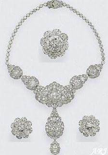 British Royal Jewels: The Queen's Nizam of Hyderabad Parure The current demi-parure parure - the necklace and the brooches