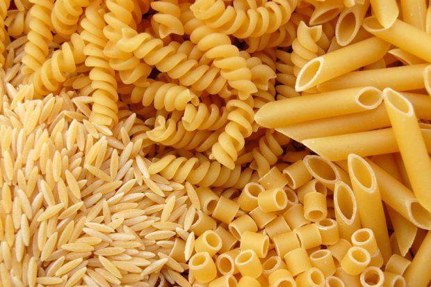Ryż i makaron mogą mieć nawet o połowę mniej kalorii. Wszystko zależy od sposobu przyrządzenia.