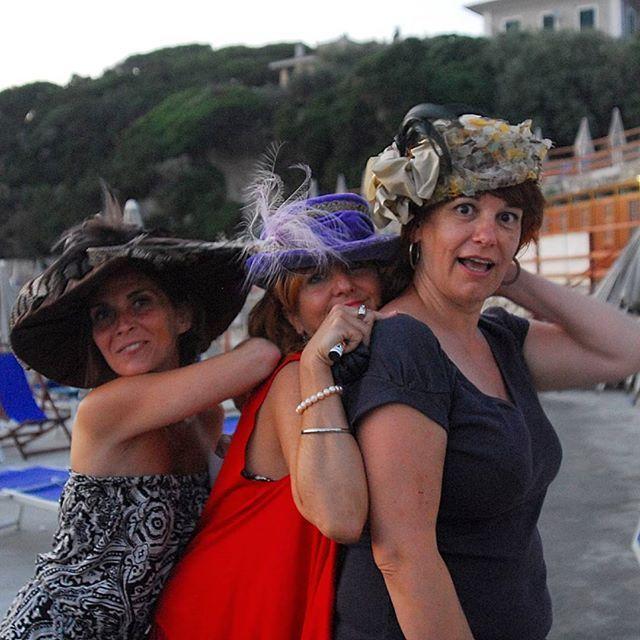 Cappelli d'epoca per noi! #livorno #hat #bolero #cloche #moda #ragazza #tuscany #sea #onde #spiaggia #cappelli #cappello #paglia #fedora #estate #vacanze #bellezza #instaitaly_photo #instaitalia #instaitaly_photo #instaitalian #fascinator #modigliani #arte #cultura #pittura #instaitaly_photoinstamoments #instaitalia