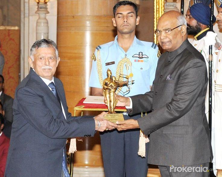 New Delhi: President Ram Nath Kovind presents the Rajiv Gandhi Khel Ratna Award 2017 to Roshan Lal for Wrestling (Lifetime) in a glittering ceremony at Rashtrapati Bhavan in New Delhi on Aug 29, 2017.