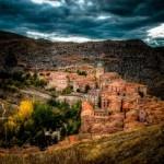Albarracín está considerado uno de los pueblos más bonitos de España, seguro que es uno de los lugares más fotografiados, nosotros le hemos dado a esta galería un aire muy especial.