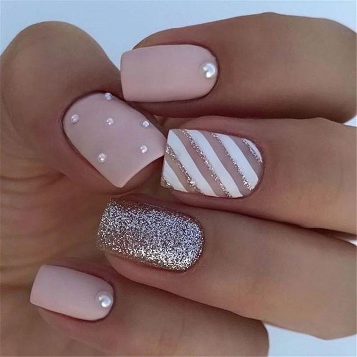 Designideen für elegante, quadratisch matte Nägel; quadratische Acrylnägel; Federnägel; Matte