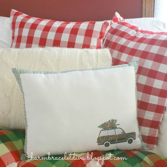 Fabulous DIY Christmas pillow made from a placemat