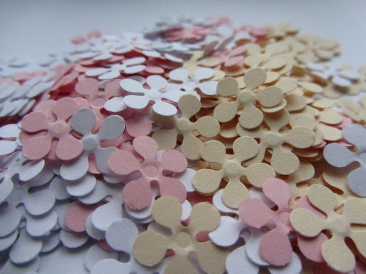 Papieren bloemen 200 kleine papieren bloemen, kleine sterven bezuinigingen, papier bloem stoten, scrapbooking, bruiloft confetti, partij confetti, babydouche van MurisAndAJ op Etsy Studio