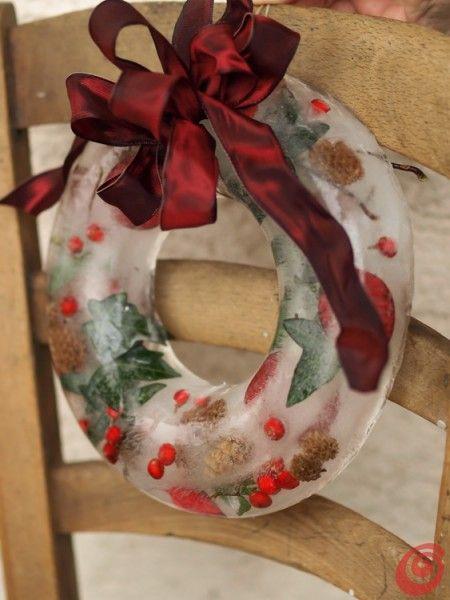 una ghirlanda di ghiaccio per decorare il balcone, il terrazzo o il giardino per le feste di natale//// Handmade Wreath with ICE