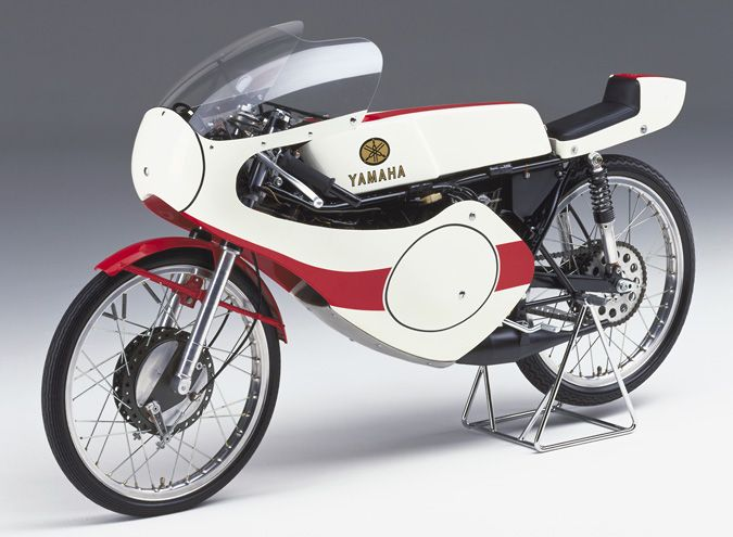 RF302-1969 This was Yamaha Motor's first 50cc GP factory machine and it was developed in line with new machine regulations introduced in 1969. Its liquid-cooled 2-stroke, single-cylinder engine with 6-speed transmission pumped out 17 hp and gave the machine a top speed of over 170 km/h. However, due to the withdrawal of Yamaha's factory teams from the World GP, this machine would never compete in a single race.
