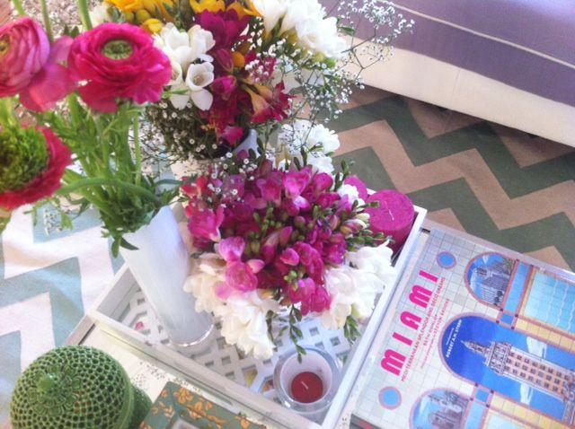 Home-Styling | Ana Antunes: Flowers in the Cofee table to wellcome spring! - Flores na mesa de Centro dão as Benvindas à Primavera!