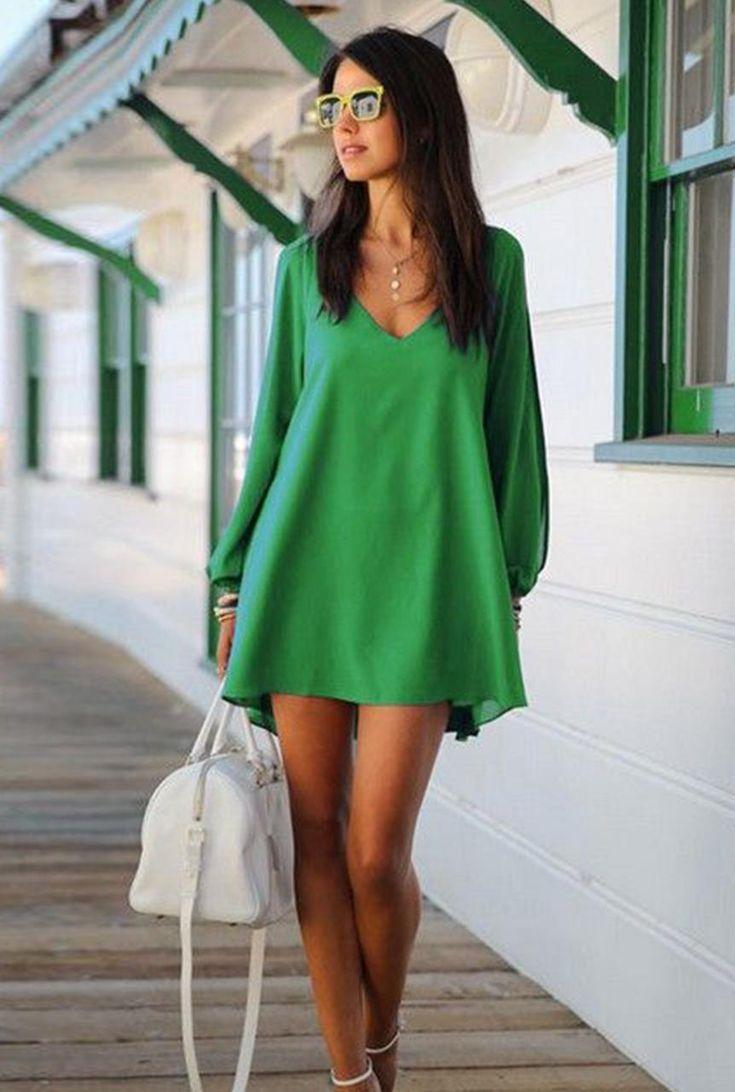Conjunto vestido verde, sandalias blancas, bolso blanco y gafas amarillas #misconjuntos #conjuntosmoda #modafemenina #fashion #style #looks