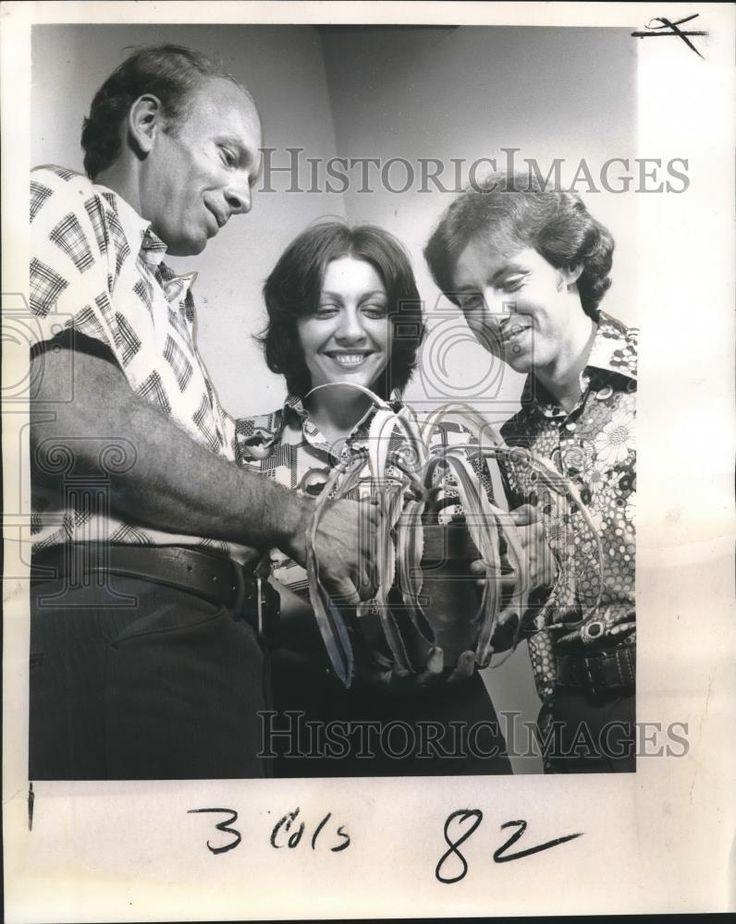 1974 Press Photo Franklin Christie John Murray & Carla Hall Spring Plant Sale