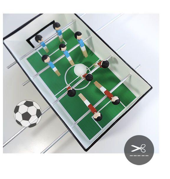 Tischfußball aus Wäscheklammern und Schuhkarton