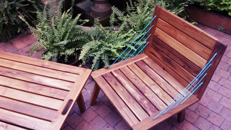 Conjunto La Marina, sillas y mesas en madera maciza de Teca. Ideales para exterior, con dos alturas diferentes y portables.