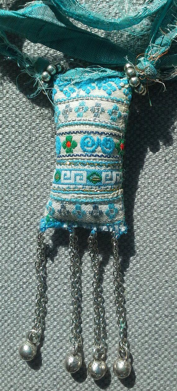 Collier/Pendentif textile erit bohème.  Création par VeronikB