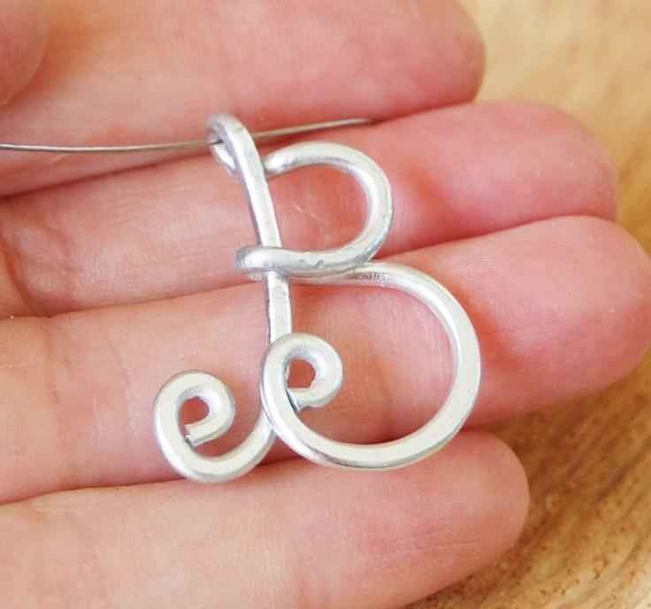 Initial necklace, Personalized jewelry, Aluminum, Wire jewelry - das mach ich... bei Depot gibts ja so fetten Draht... dann ein hübsches S un feddisch is die Sach
