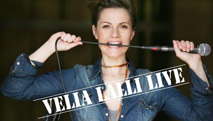 Velia Lalli è l'unica comica satirica del gruppo Satiriasi, formato da Filippo Giardina nel 2009. Grazie all'omonimo programma su Comedy..
