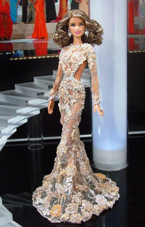 Estirar la alfombra roja de este año Miss EE.UU. en un vestido de noche digna de Oscar inspirada en la de los que la señorita Indonesia Universo llevaba en el reciente Concurso Miss Universo 2013