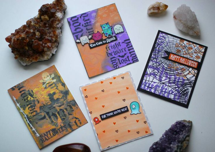 Time is running out on getting one of these sweet Halloween cards. Get one now before the cart closes on Oct 29th.  Check out our website link in the bio to shop and also receive 10% off your first purchase.  Or find us on Etsy at Enchanted Moon Company!  #enchantedmoon