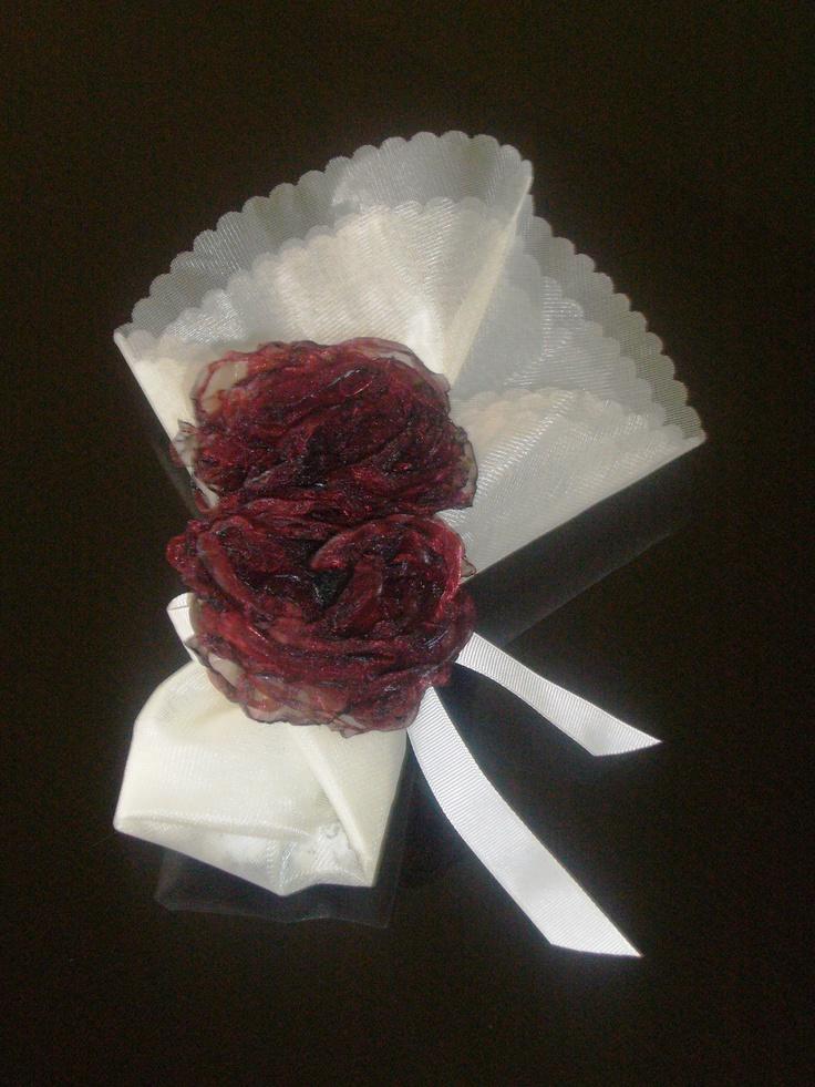 μπομπονιέρα με χειροποίητο λουλούδι
