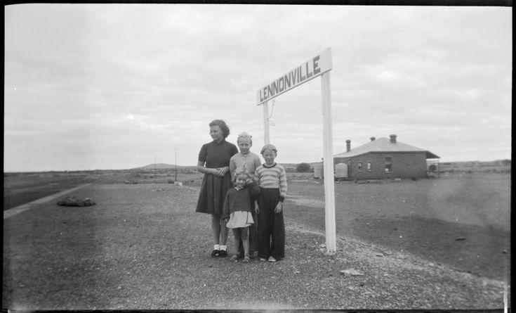 212263PD: Lennonville railway platform, ca 1950 http://encore.slwa.wa.gov.au/iii/encore/record/C__Rb3762719?lang=eng