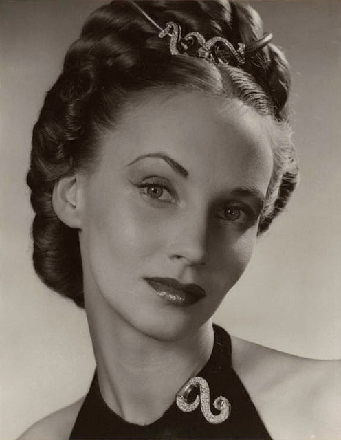 jessica tandy 1945; photo by Alfredo Valente