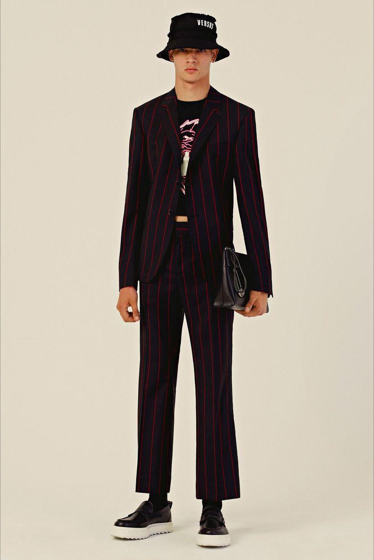 Sfilata Versus Versace Milano - Pre-collezioni Primavera Estate 2018 - Vogue