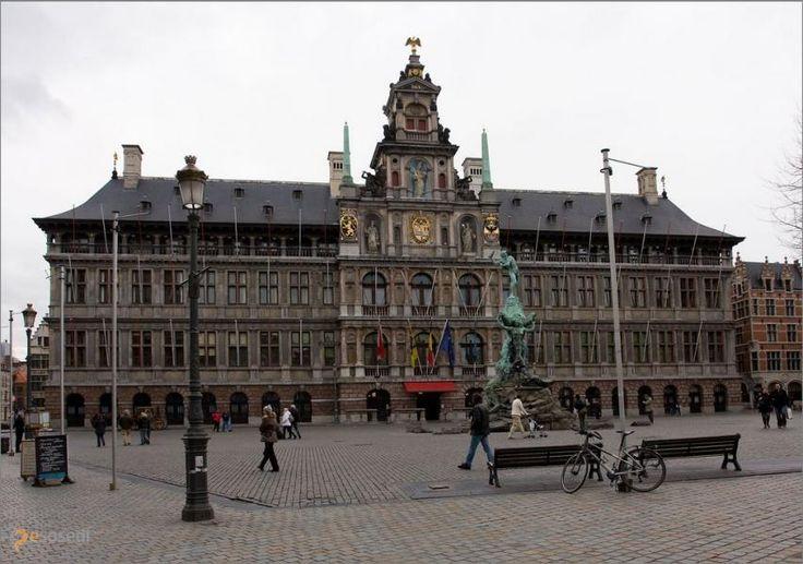 Антверпенская ратуша – #Бельгия #Фламандский_регион #Антверпен (#BE_VLG) По идее, Антверпену, как и другим крупным городам Бельгии, должна была достаться готическая ратуша, но в итоге на центральной площади красуется ренессансная. http://ru.esosedi.org/BE/VLG/1000193404/antverpenskaya_ratusha/