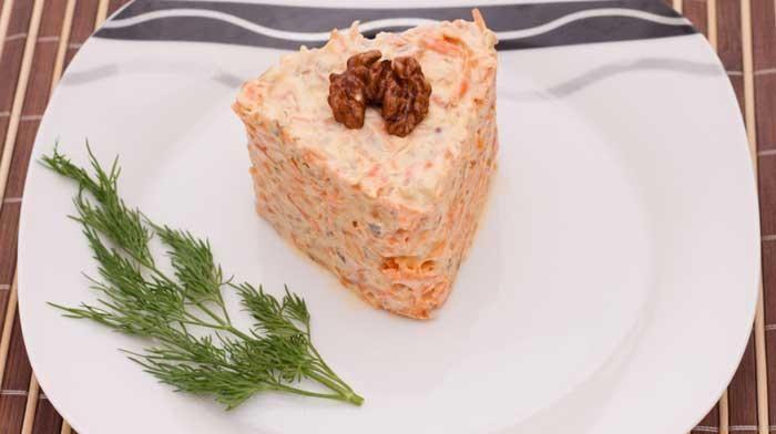 Салат из моркови и грецкого ореха