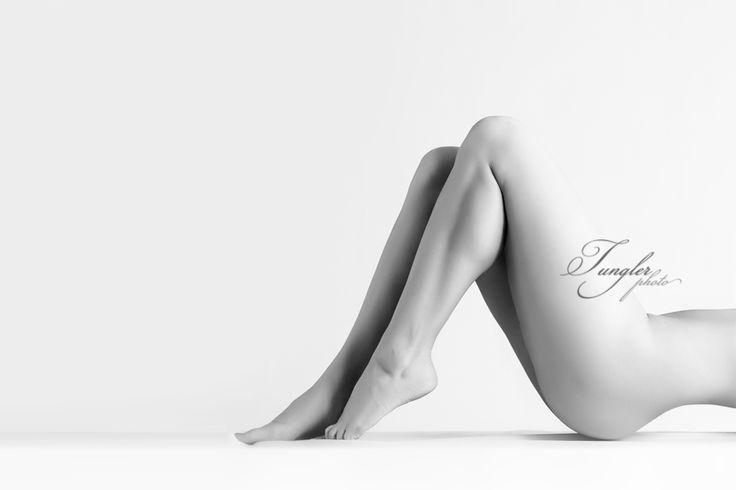 #aktfotók #akt #nőiaktfotózás #fotózás #fotó #nőitest #body #girl #fineartnude #blackandwhite #photos