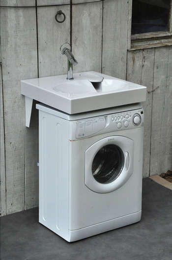 Extraplat avec une évacuation déportée (dissimulée sous un porte-savon amovible), le lavabo « GPM1 » est conçu pour se placer au-dessus d'un lave-linge. Une solution efficace pour optimiser l'espace dans une petite salle de bains.
